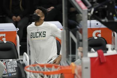 Bucks dan más probabilidades de que Giannis juegue