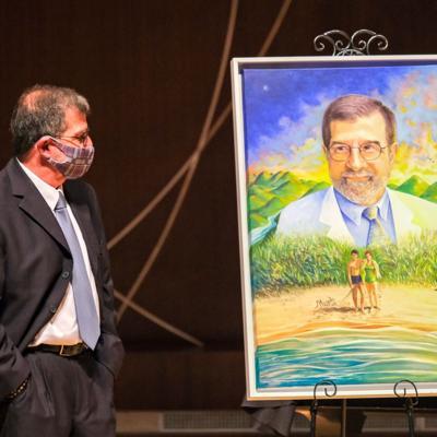 El doctor Fernando Cabanillas recibe distinción como Humanista del Año