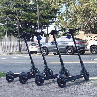 Multan a dos turistas por mal uso de scooters en San Juan