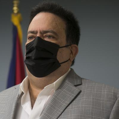 Denis Márquez borra aplicación de LUMA en plena vista pública
