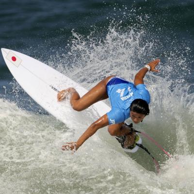 Nervios, alegría y pocas olas en el debut olímpico del surf