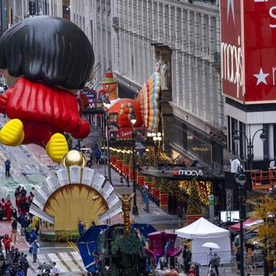 Macy's efectúa su desfile sin multitudes por la pandemia