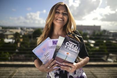 Novel escritora realiza sueño  al presentar libros de autoayuda