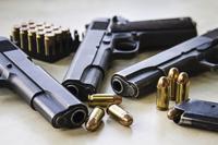 Ocupan pistola hurtada en comandancia de Guayama