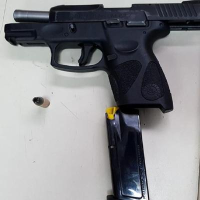 Agente se hiere accidentalmente con su arma de reglamento