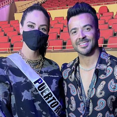 Juntos Estefanía Soto y Luis Fonsi en ensayos de Miss Universe
