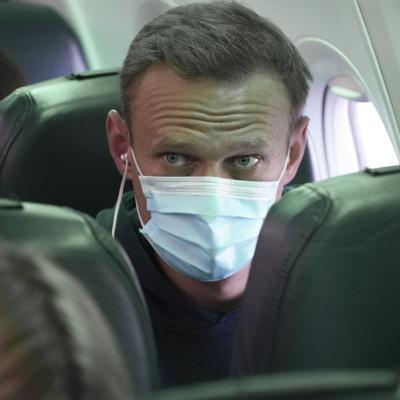 Navalny regresa a Moscú y es detenido