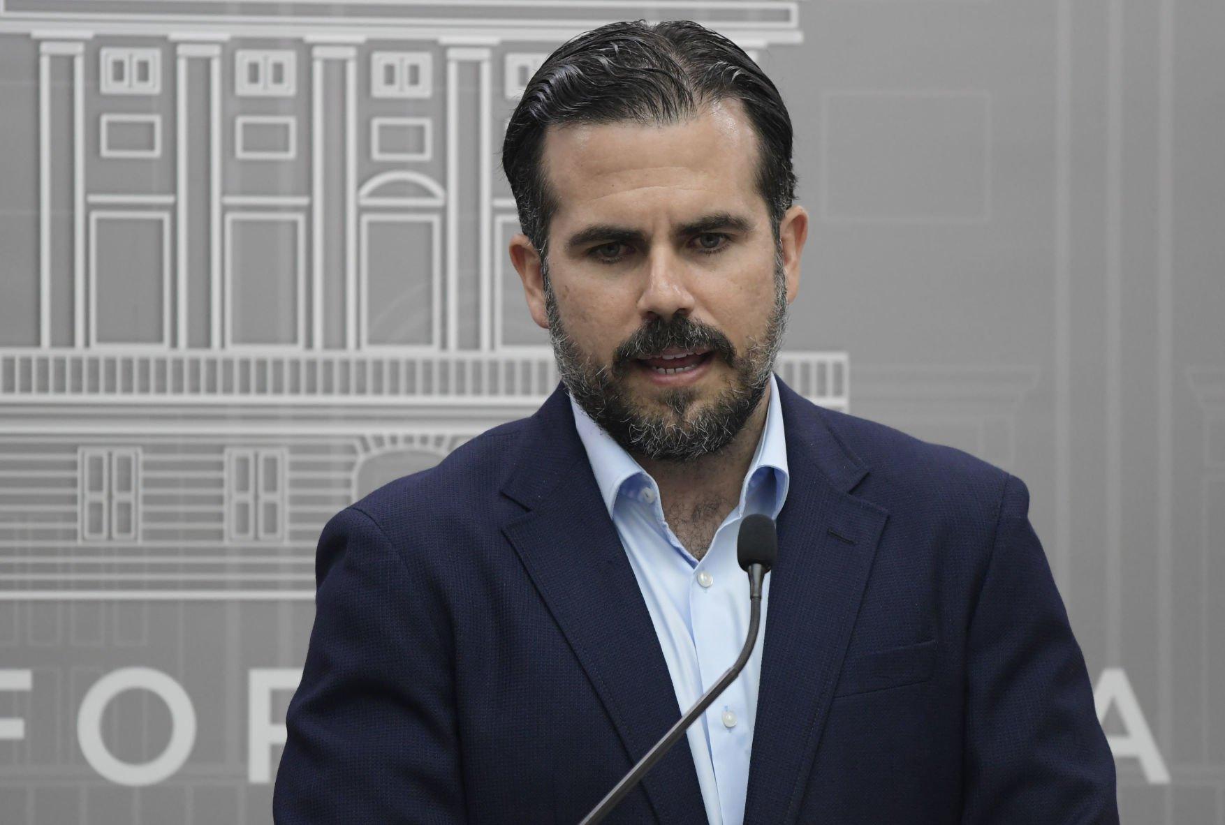 """Rosselló firma proyecto para """"desalentar la corrupción"""""""
