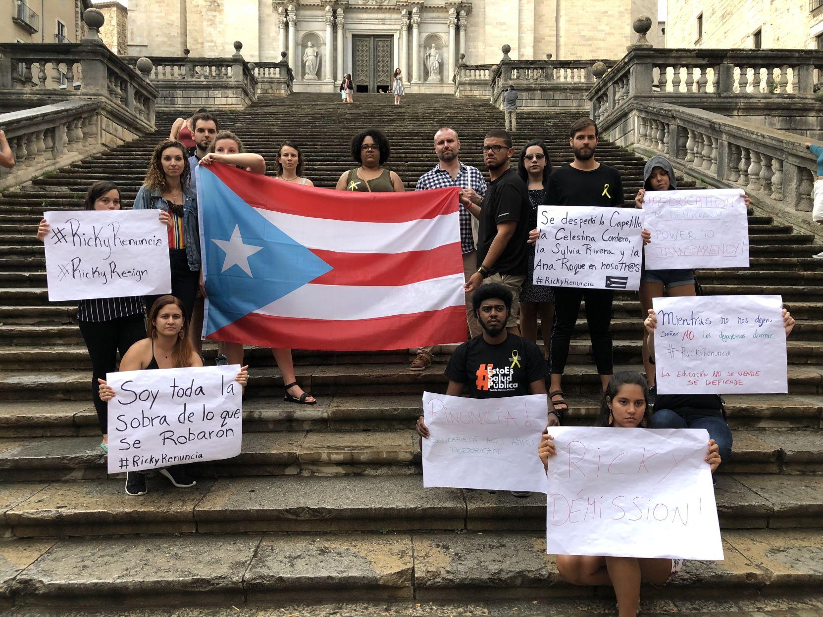 Polacos, chilenos, holandeses y boricuas piden renuncia de Rosselló desde España