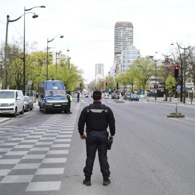 Hombre mata a puñaladas a dos transeúntes en Francia