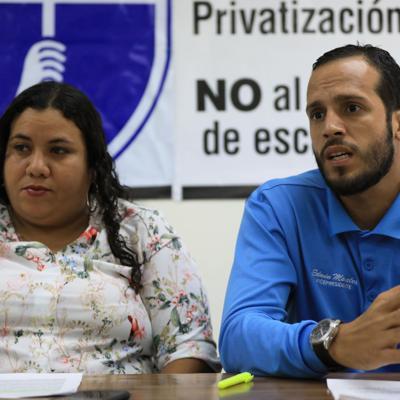 Federación de Maestros apoya abogados y trabajadores de Servicios Legales