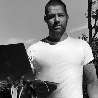 Ricky Martin sorprende con Pausa