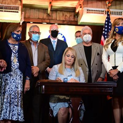 Gobernadora firma proyectos