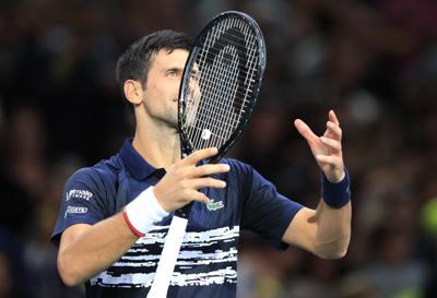 Djokovic sufre en su estreno en el Masters de París
