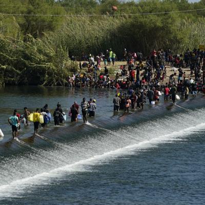 WhatsApp y las redes sociales guían a los migrantes haitianos hacia la frontera de Texas