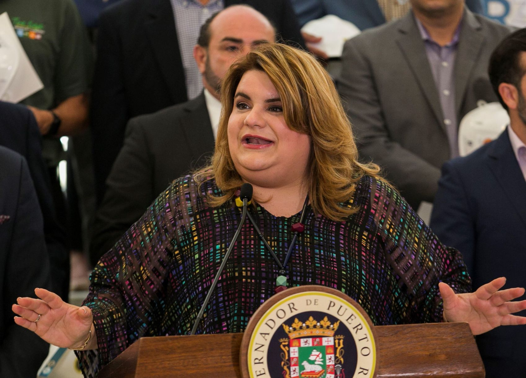 Comisionada residente le pide la renuncia a Rosselló