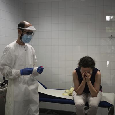 Población en España declara cuarentena por rebrote del virus