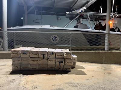 Federales arrestan a tres personas por contrabando de cocaína
