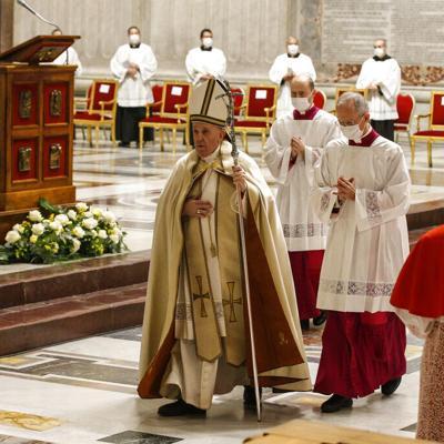 El papa nombra 13 nuevos cardenales y les hace advertencia