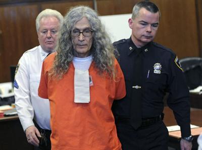 Un hombre que torturaba a sus víctimas antes de matarlas falleció en prisión