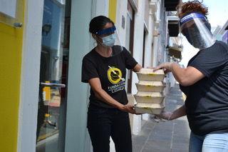 Fundación Cortés alimenta diariamente a 300 personas en comunidades vulnerables