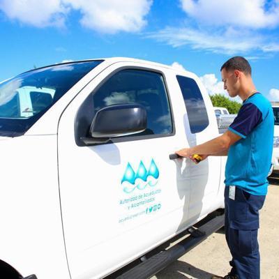 Presidente de la AAA hace entrega de nueva flota vehicular
