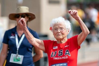 Mujer de 103 años rompe récord de 50 metros