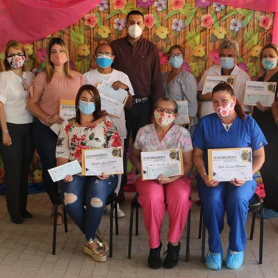 Camuy entrega incentivo a enfermeros municipales
