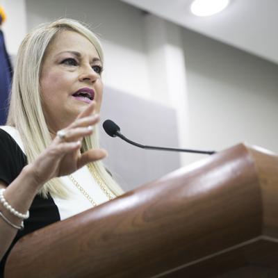 Gobernadora firma proyecto que crea el Código Municipal