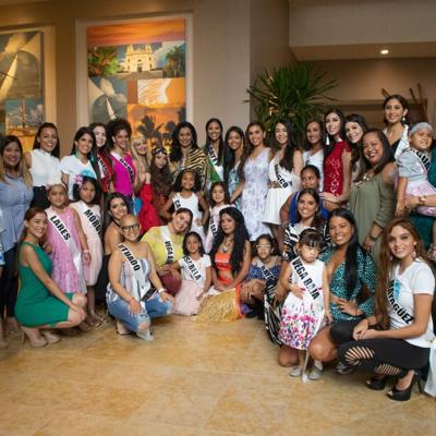 Niñas pacientes de cáncer desfilan junto a candidatas de Miss Mundo