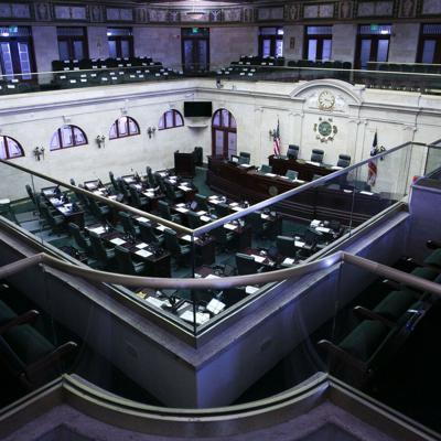 Fuego cruzado entre los legisladores populares por el presupuesto