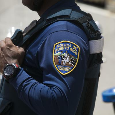 Hurtan dos pistolas de auto estacionado en cementerio en San Lorenzo