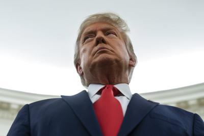 Departamento de Justicia prohíbe acceso a asistente de Trump