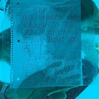 Hombre muere ahogado tras pedir matrimonio a su novia