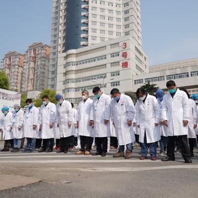 China homenajea a sus fallecidos por coronavirus