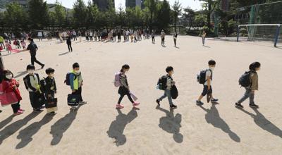 Repunte de casos en Corea del Sur expone peligros de reabrir