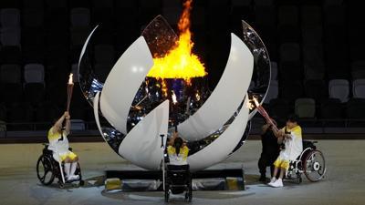 Se enciende el pebetero de los Juegos Paralímpicos de Tokio