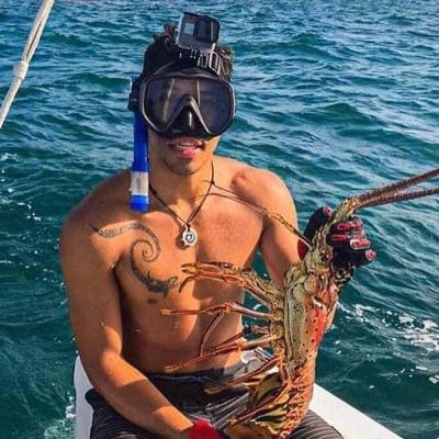 Se lanza al mar por la dignidad de Vieques y Culebra