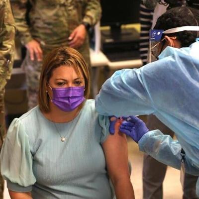 Inicia vacunación contra el Covid-19 a maestros