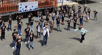 Foto2 Estudiantes de octavo grado Barceloneta.JPG