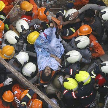 India: Buscan sobrevivientes tras derrumbe en Mumbai