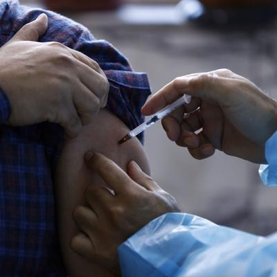 Irak inicia vacunación tras llegada de dosis de China
