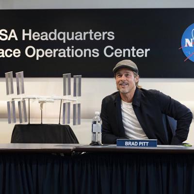 Brad Pitt pregunta quién hace mejor el papel de astronauta