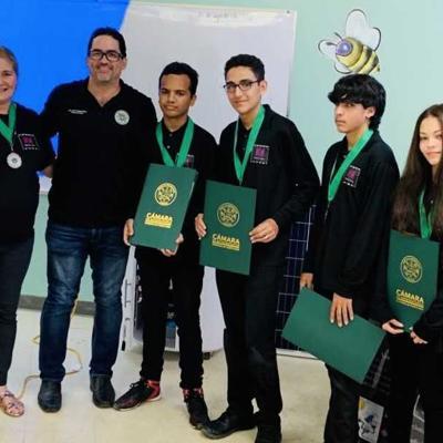 Reconocen a estudiantes de Camuy que ganaron competencia en EE.UU.