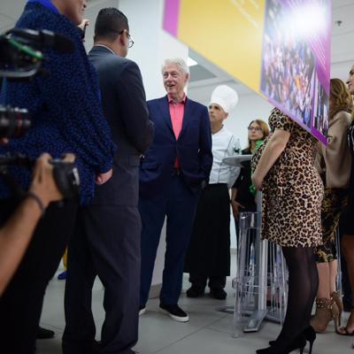 Expresidente Bill Clinton llega a la Isla