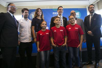 """FIFA lanza en la Isla programa """"Fútbol para las Escuelas"""""""