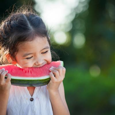 Crea meriendas ricas en frutas y vegetales
