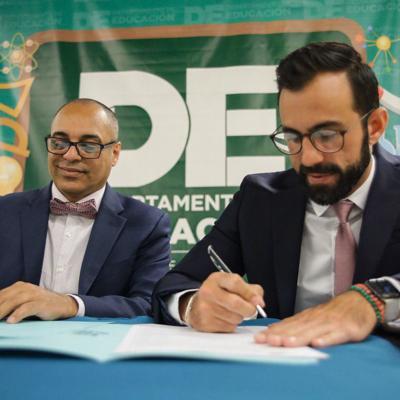 DE y Corrección firman acuerdo para transferir escuelas correccionales