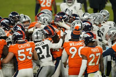Carr conduce a Raiders a victoria sobre Broncos