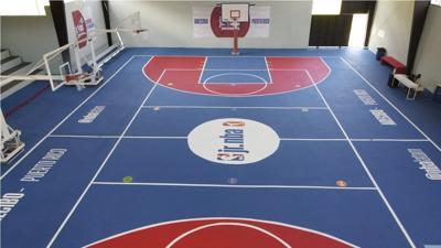 La NBA renueva una cancha en un barrio de Arecibo